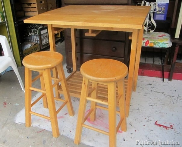bar table Petticoat Junktion