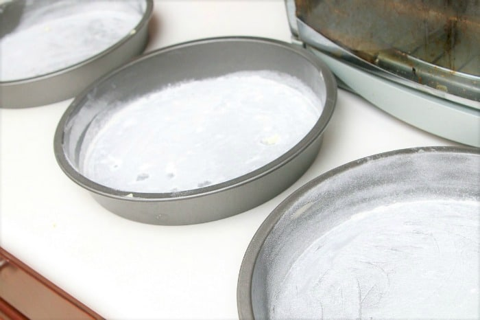how to grease and flour cake pans