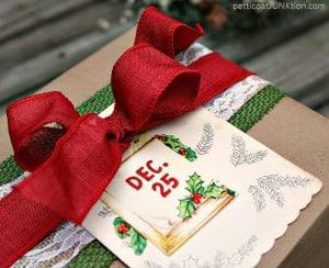 Christmas-gift-wrap-idea-Petticoat-Junktion.jpg