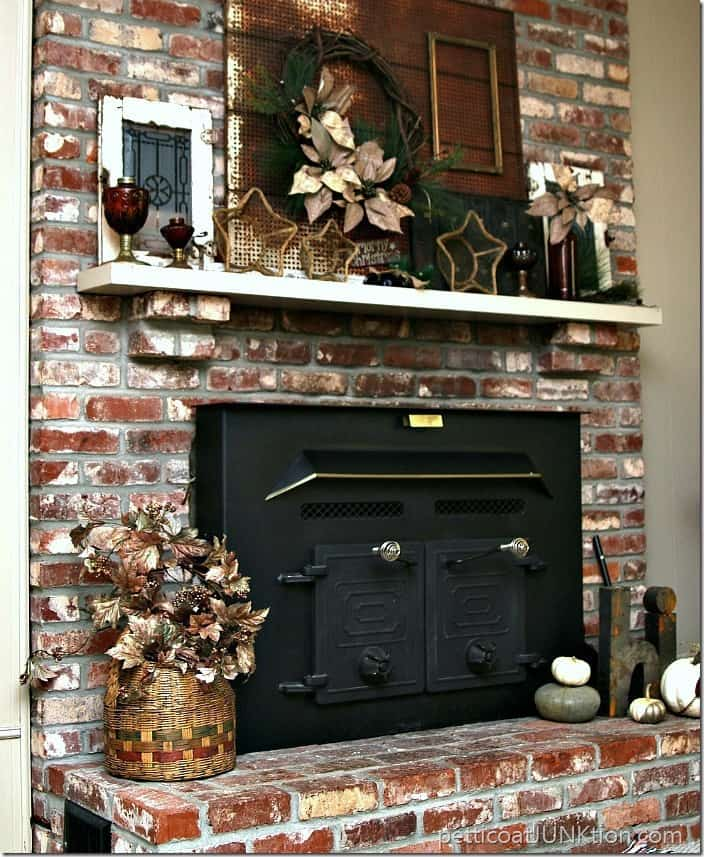 Country Christmas Mantels: Amber Glass Rustic Mantel Decor