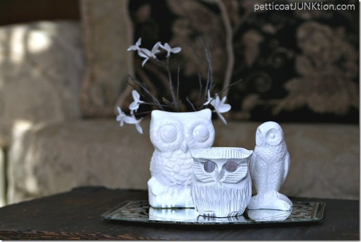 How to use spray paint to paint ceramic owls white in 2 minutes flat. The owls are ready to display after 10 minutes!