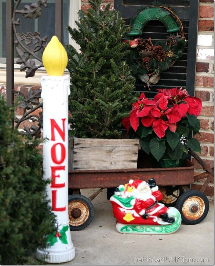 Decorating Ideas > 10 Creative Christmas Decorating Ideas Using Recycled Items ~ 031755_Christmas Decoration Ideas Using Recycled Materials