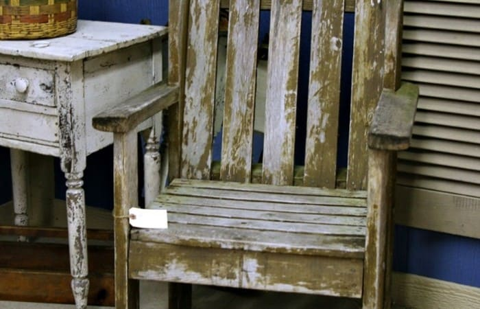 weathered-outdoor-wood-chair-Petticoat-Junktion-junk-find_thumb.jpg