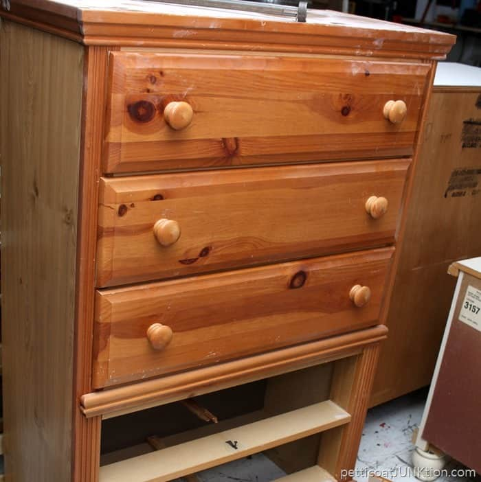 Neighbor Offers Me Free Furniture Petticoat Junktion chest freebie