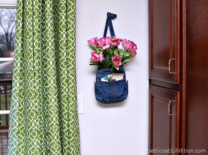 Show Off Pink Tulips In A Recycled Denim Purse Petticoat Junktion thrifty craft project