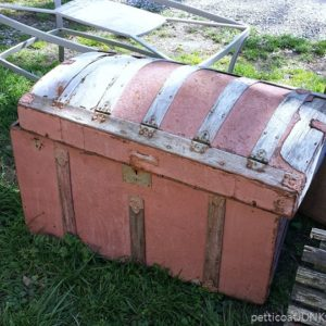 antique-trunk-Petticoat-Junktion-Photos-Of-Your-Junk-Finds_thumb.jpg