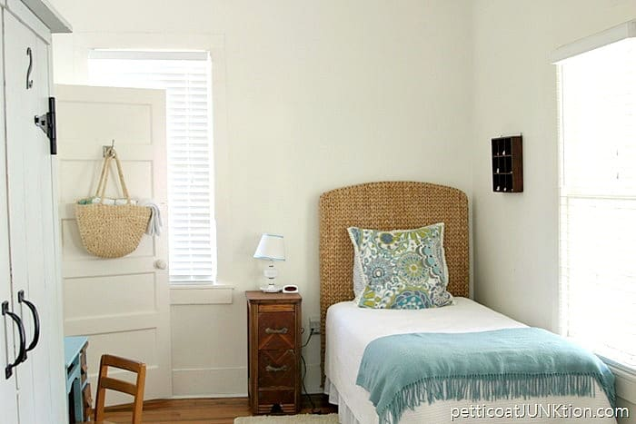 Enlisted Mens Cottage on Tybeel Island Rental by Mermaid Cottages twin bedroom