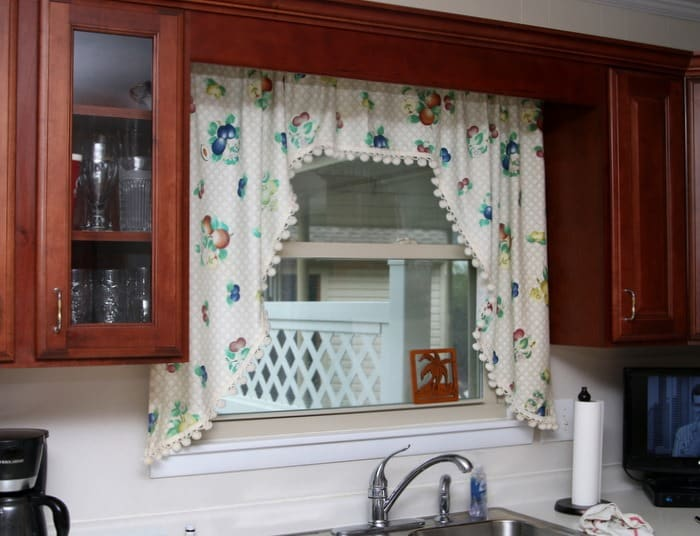 Best DIY Kitchen Curtains Made From A Pretty Fabric Shower Curtain FE78