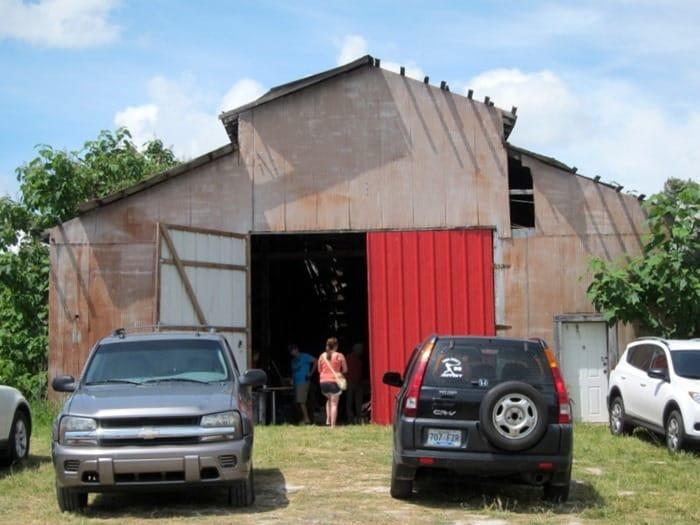 barn along the 400 Mile Yard Sale