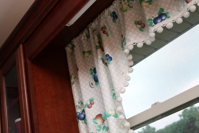 How to measure kitchen windows for curtains curtain for Why does my shower curtain turn pink