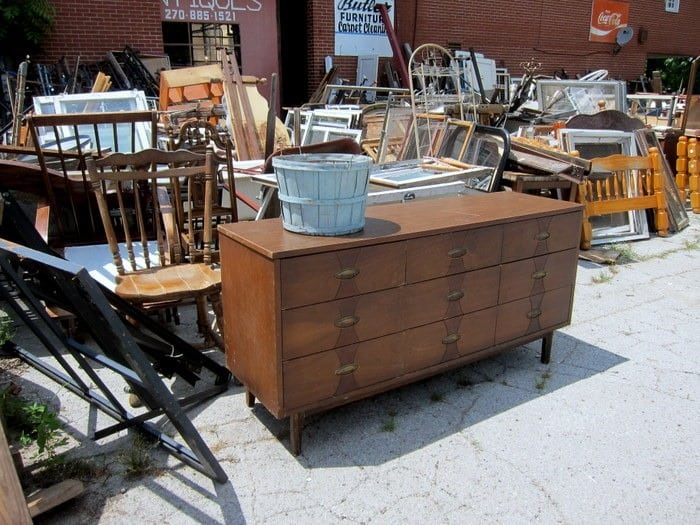 I'm addicted to mid century modern furniture Petticoat Junktion