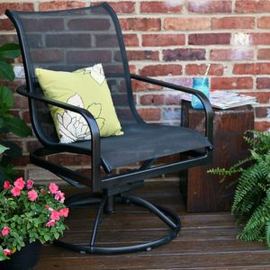 The-easy-way-to-paint-metal-patio-furniture-Petticoat-Junktion_thumb.jpg