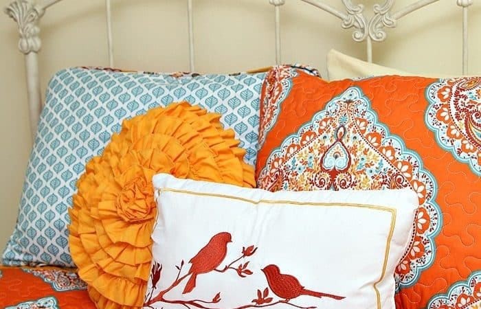 budget-buy-bedding-in-turquoise-and-orange-from-Bargain-Hunt-Petticoat-JUnktion-shopping-trip_th.jpg