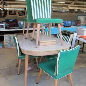 Green-And-White-Vintage-Vinyl-Kitchen-Chairs-at-the-Nashville-Flea-Market_thumb.jpg