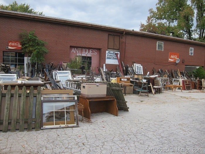 another view of my favorite junk shop
