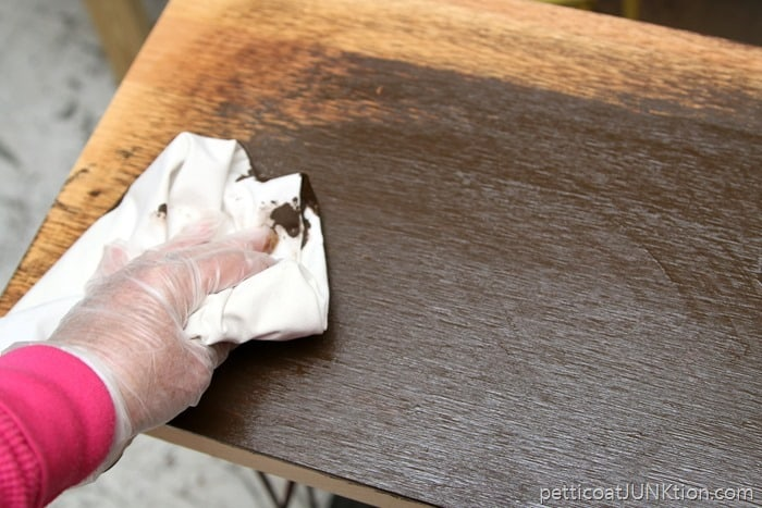 applying General Finishes Stain