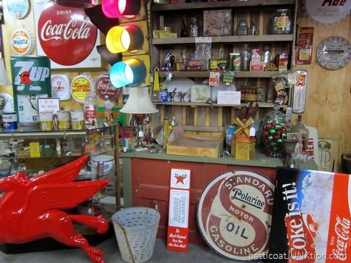 vintage signs Shopping Sevierville Flea Markets And Antique Shops