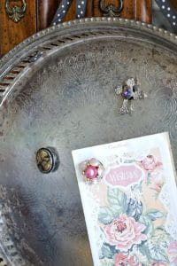 DIY-Magnet-Tray-with-vintage-earring-magnets_thumb.jpg