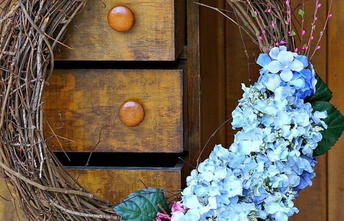 hydrangea-grapevine-wreath-3_thumb.jpg