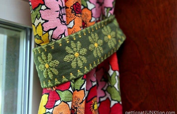 pretty-fabric-trim-tieback.jpg