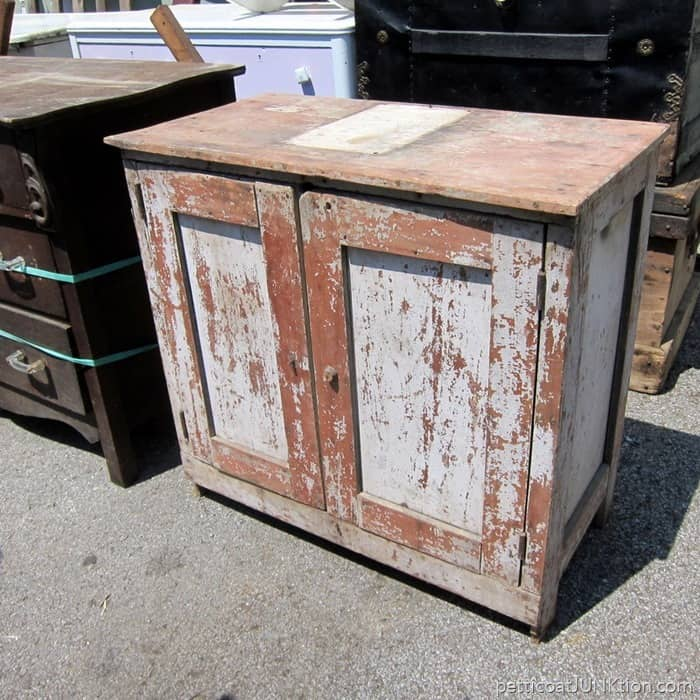 chippy painted furniture Nashville Flea Market shopping trip with Petticoat Junktion