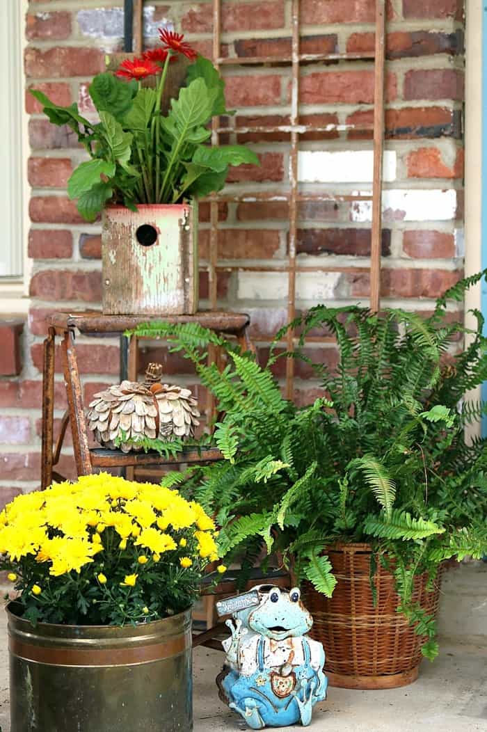 Birdhouse Flower Container Decorating Idea 5