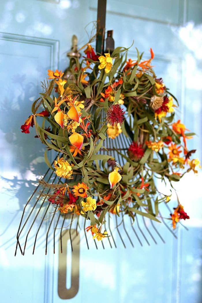 Fall rake wreath craft by Petticoat Junktion