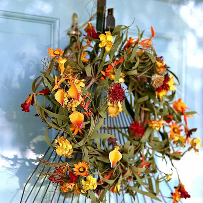 Fall rake wreath for the door