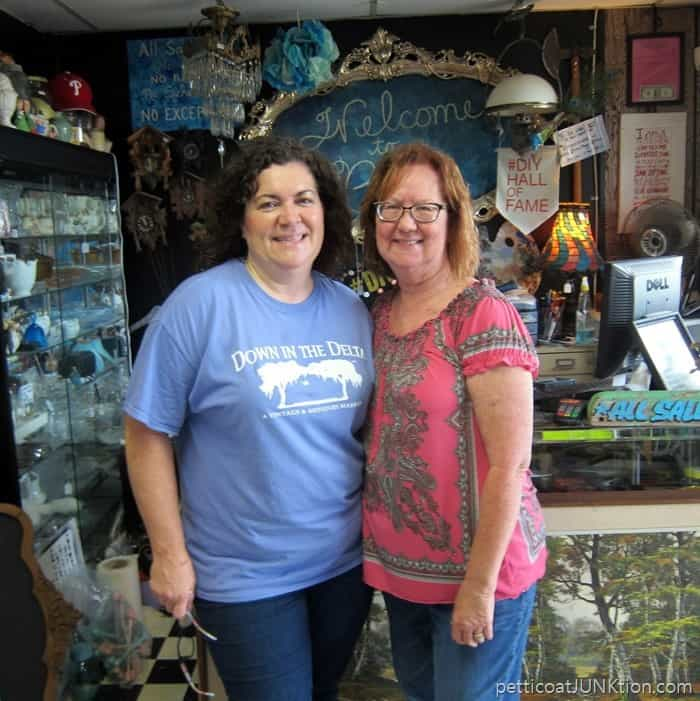 My friend Suzanne has a wonderful shop in Alabaster Alabama called The Blue Building Antiques