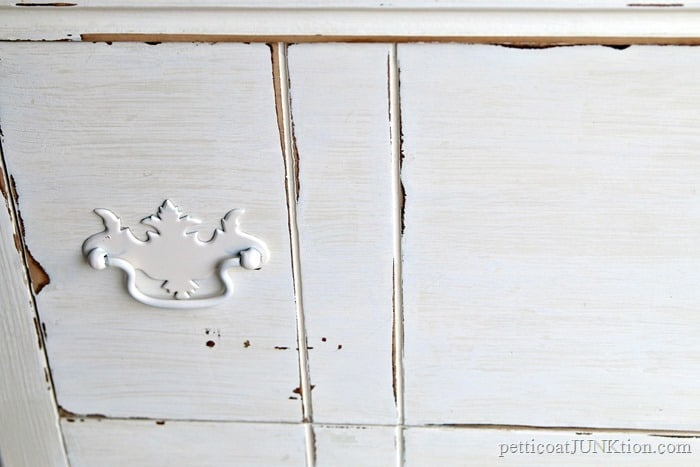 paint furniture pulls and knobs with spray paint