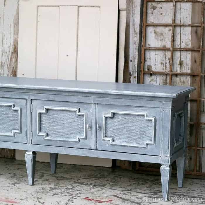 Whitewash Paint Technique For Furniture Using A Sponge