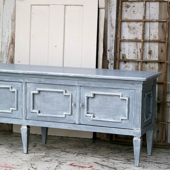 Whitewash Paint Technique for furniture