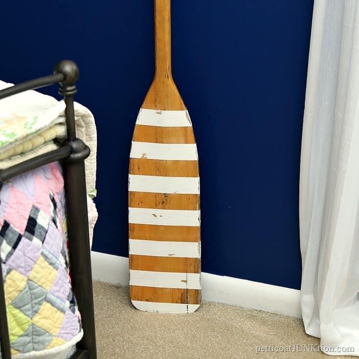paint white stripes on an oar