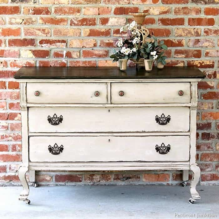 15 Vintage Dresser Makeovers Where Paint Was The Answer 1