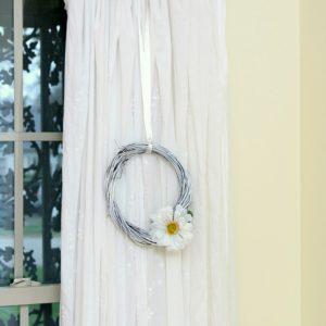 Make A White Wreath | Dollar Store Crafts