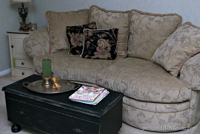 cedar chest makeover with distressed black paint over green