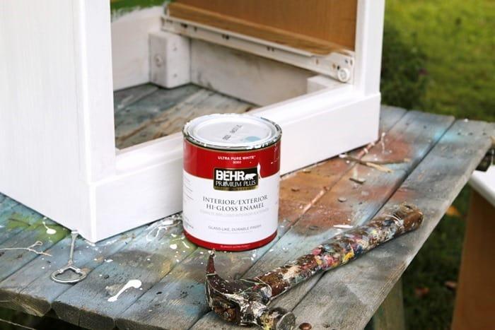 Behr Gloss White Paint