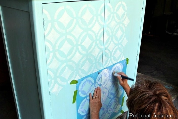 how to stencil vintage furniture