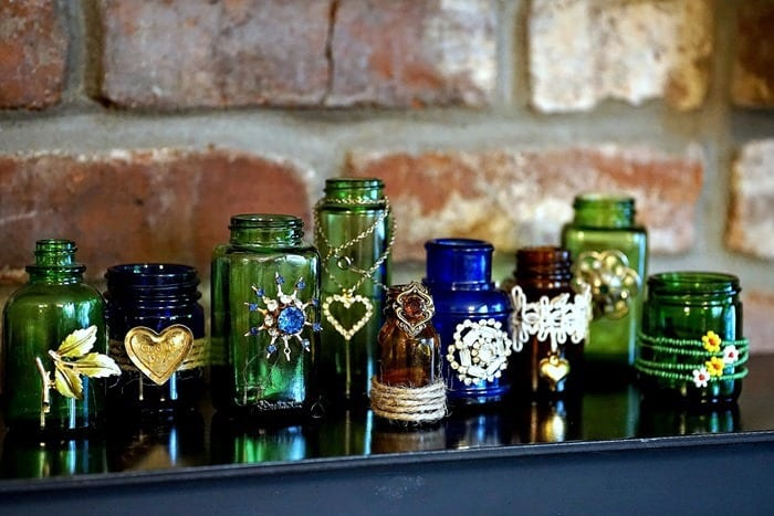 how to decorate bottles with jewelry and ribbon