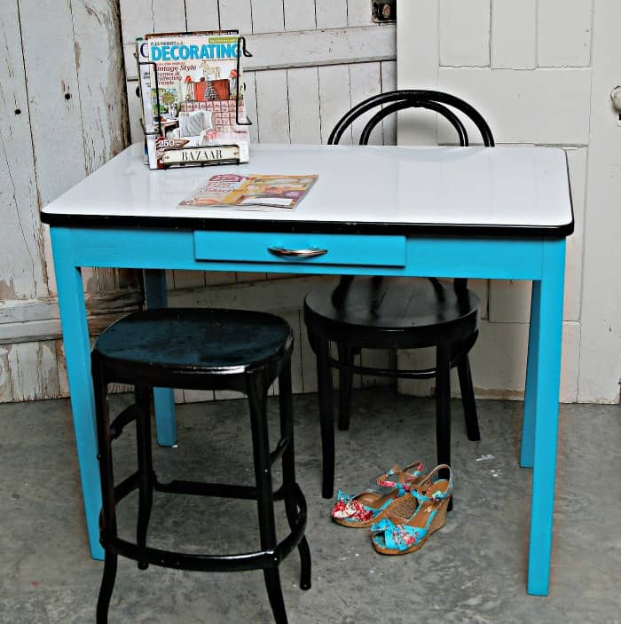 how to paint a vintage porcelain table and refresh to porcelain top to remove scratches and dirt.