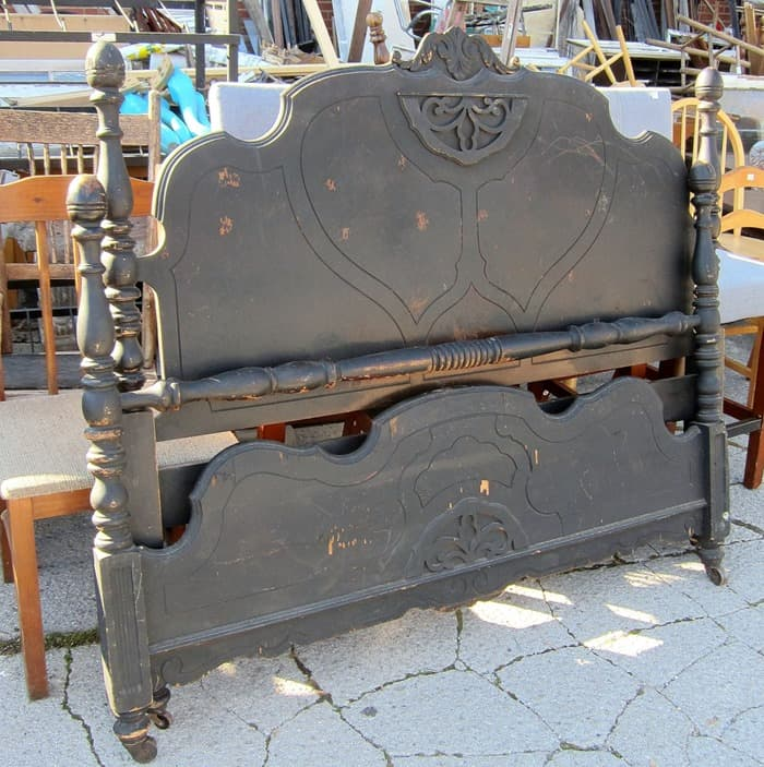 Looking For Furniture: Looking For Paint Color Ideas For A Vintage Bed