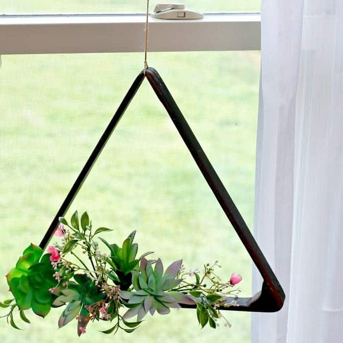 Outdoor Hanging Succulent Plant Display Idea