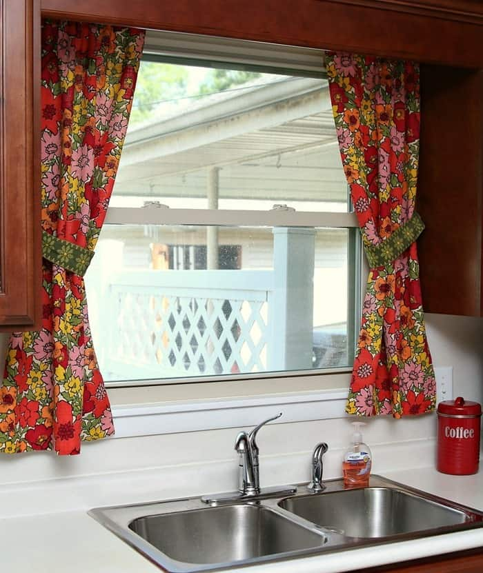kitchen curtains made from vintage barkcloth and fabric trim tiebacks