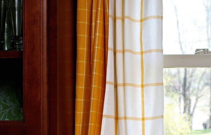 Make kitchen curtains from IKEA dish towels