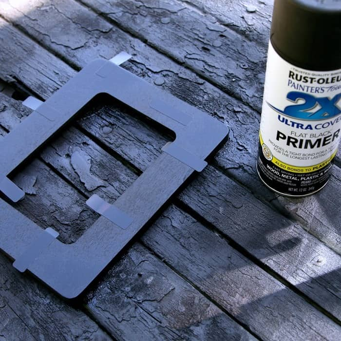 spray paint a wod picture frame