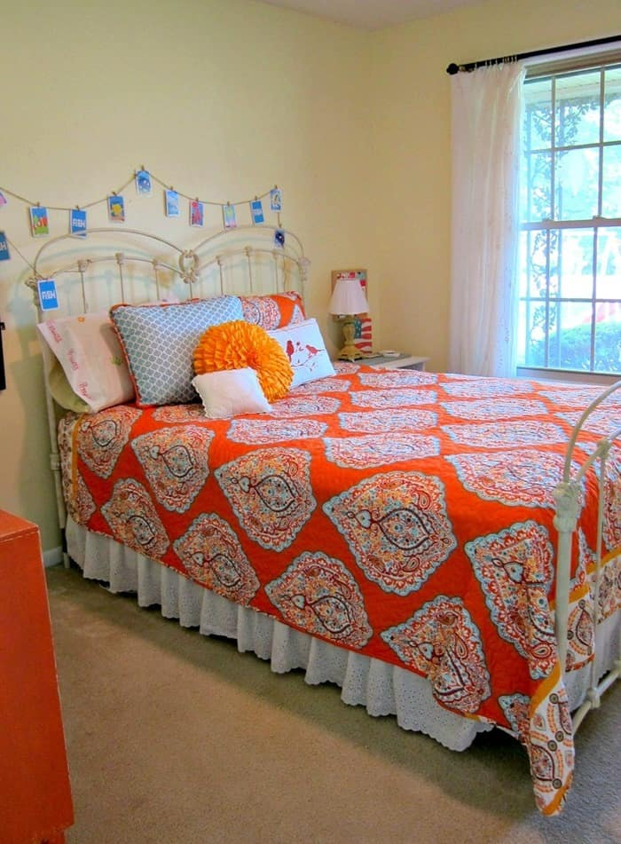 Guest bedroom in orange and turquoise is getting a paint makeover 1