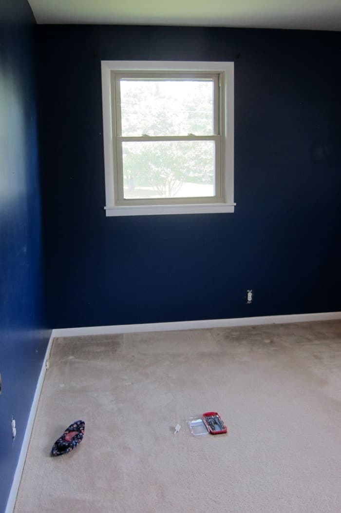 empty bedroom ready to prep for painting ceiling and walls