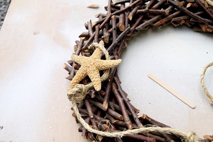 how to decorate a wood wreath with seashells