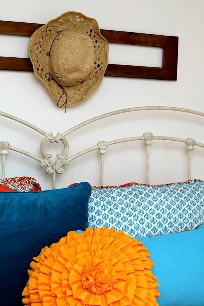 how to paint and decorate a guest bedroom with white paint and pops of color