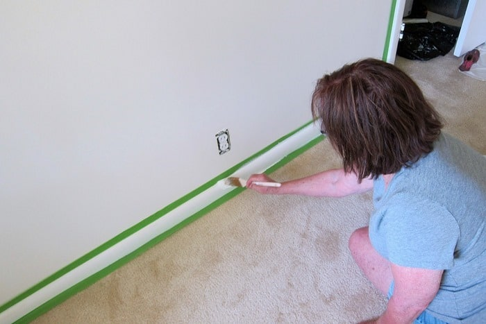 painting baseboards white 1